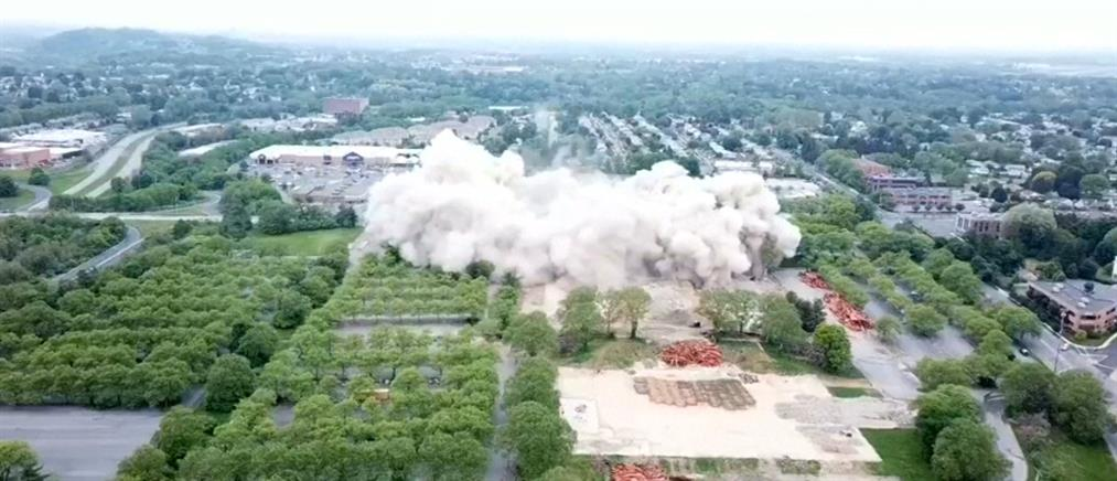 """""""Σκόνη"""" σε δευτερόλεπτα έγινε κτήριο 21 ορόφων! (βίντεο)"""