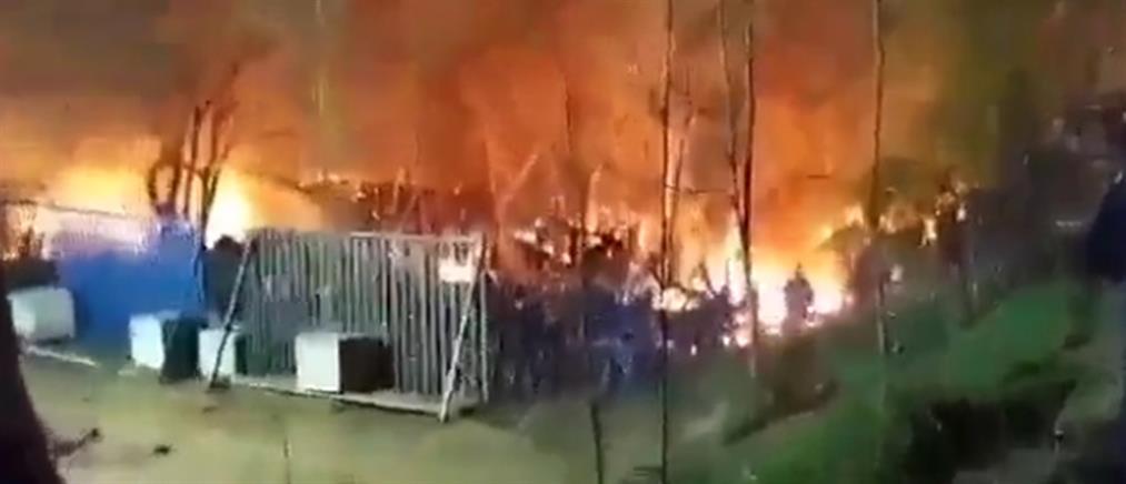 Νύχτα έντασης στις Καστανιές – Φωτιά πίσω από τον φράχτη (βίντεο)