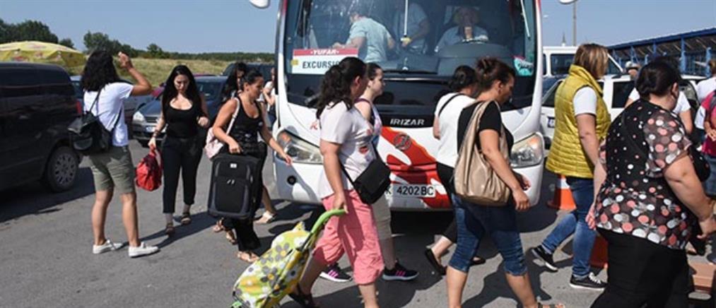 Έλληνες συρρέουν στην Τουρκία για φτηνές αγορές λόγω… λίρας (βίντεο)