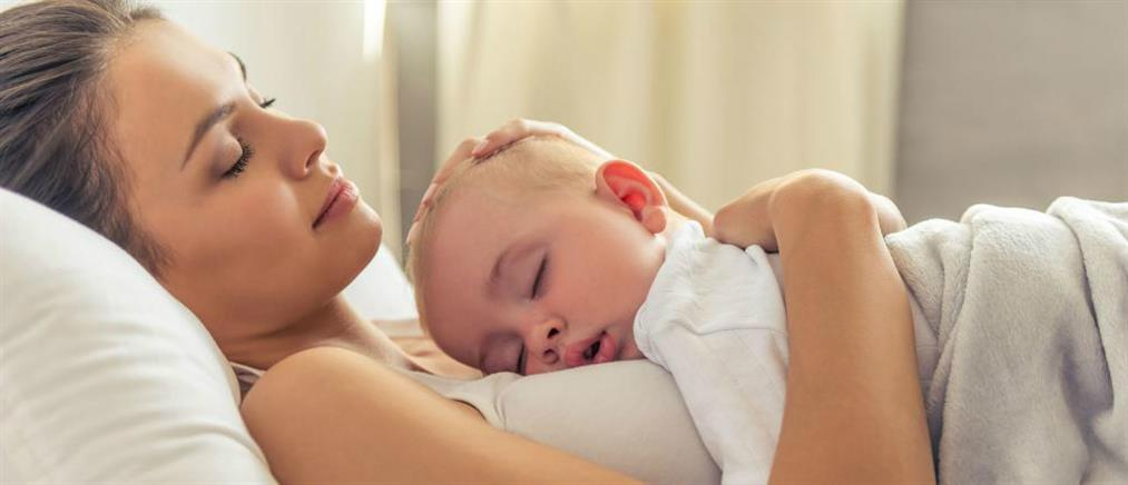 Το απαλό και αργό χάιδεμα των μωρών ανακουφίζει τους πόνους τους