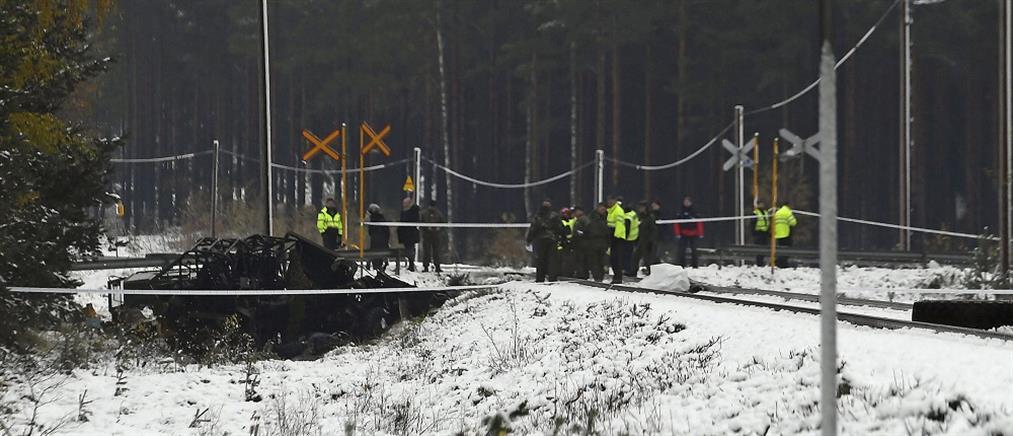 Τρένο παρέσυρε στρατιωτικό όχημα - νεκροί και τραυματίες