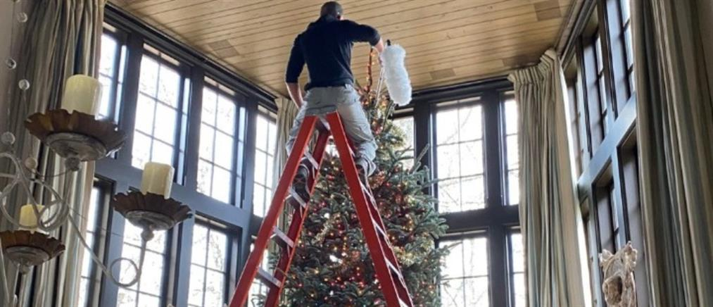 Viral το τεράστιο χριστουγεννιάτικο δέντρο του Τιμ ΜακΓκρο (εικόνες)