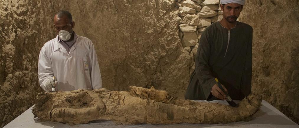 Μούμια 3.500 ετών ανακαλύφθηκε σε τάφο στο Λούξορ (βίντεο)