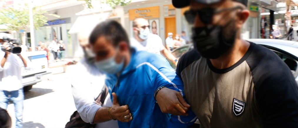 Έγκλημα στην Κρήτη: στον ανακριτή υπό αποδοκιμασίες ο Ρουμάνος