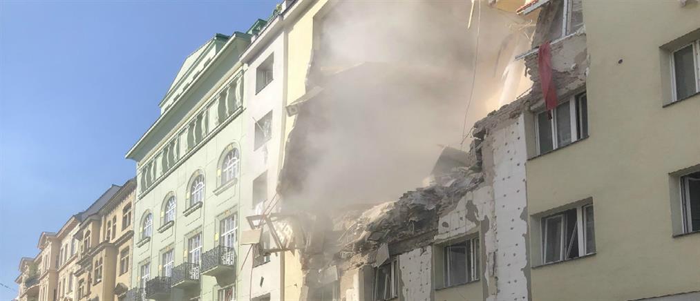 Κατέρρευσαν κτήρια από ισχυρή έκρηξη στη Βιέννη (βίντεο)