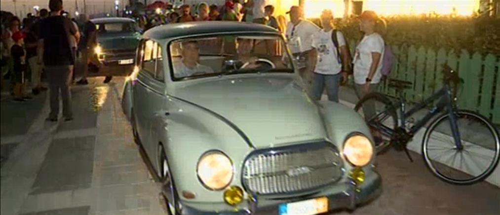 Άλιμος: υπερθέαμα με οχήματα αντίκες (εικόνες)