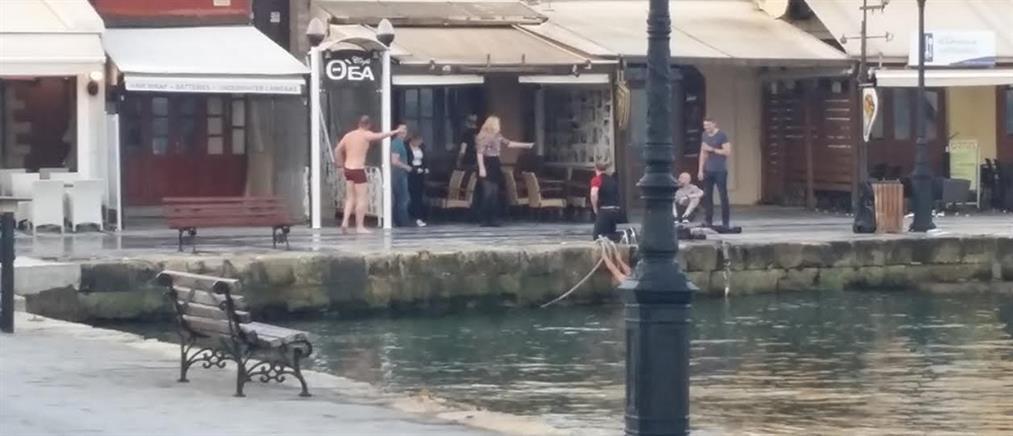 Γυμνό πρωινό μπάνιο στο Ενετικό λιμάνι (ΦΩΤΟ)