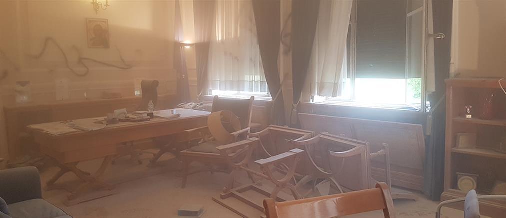 Οικονομικό Πανεπιστήμιο Αθηνών: εισβολή κουκουλοφόρων στο γραφείο του Πρύτανη
