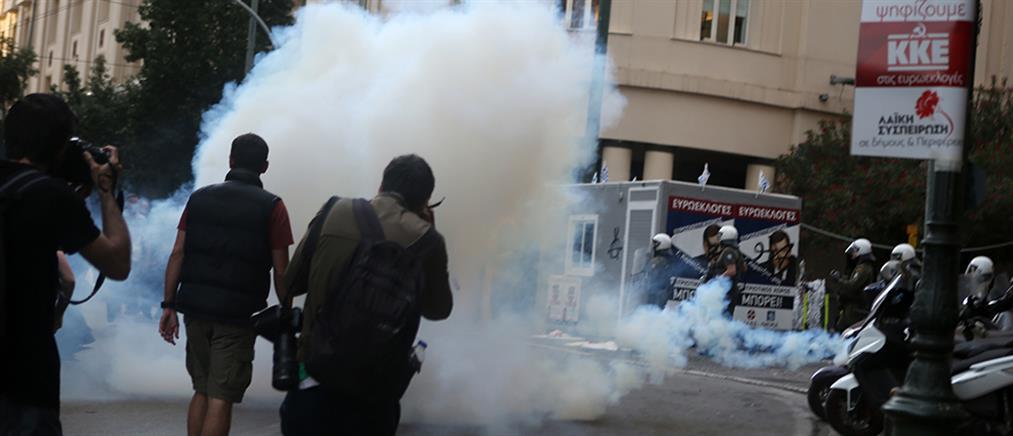 Συγκρούσεις και χημικά στην πορεία για τον Κουφοντίνα (εικόνες)