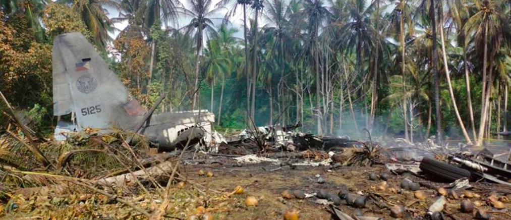 Φιλιππίνες: δεκάδες νεκροί από τη συντριβή του στρατιωτικού αεροσκάφους (εικόνες)