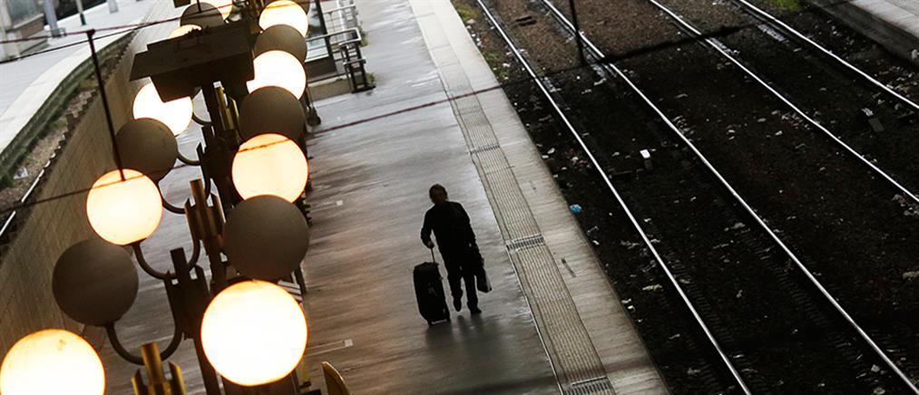 Ανεύθυνη μητέρα κατέβηκε για τσιγάρο και το τρένο έφυγε με το μωρό της