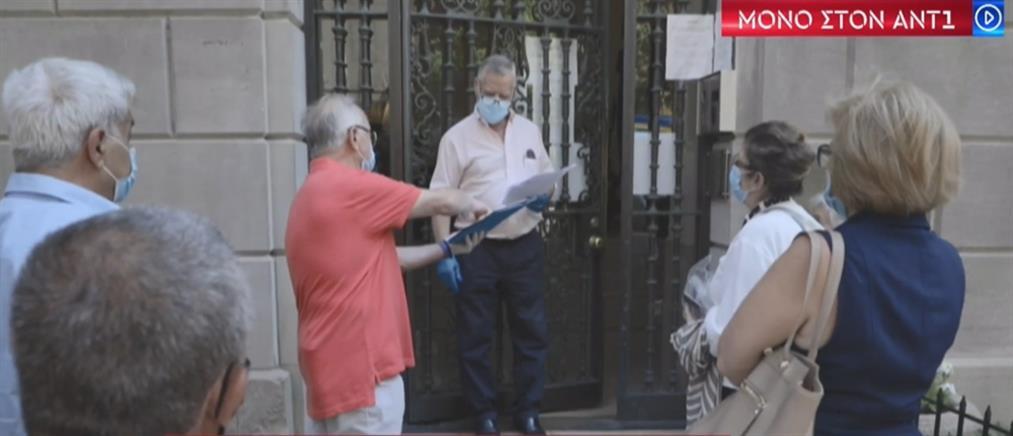 Κορονοϊός: Ουρές από ομογενείς στα προξενεία της Ελλάδας στις ΗΠΑ (βίντεο)