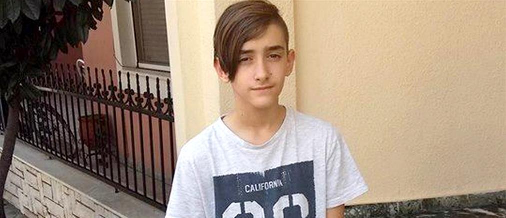 Σπαραγμός στη κηδεία του 16χρονου που έπεσε από την ταράτσα