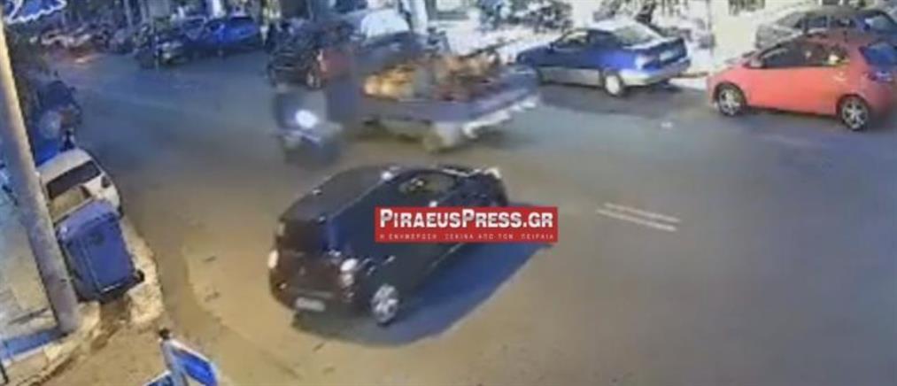 Μετωπική μηχανής με αυτοκίνητο στον Πειραιά