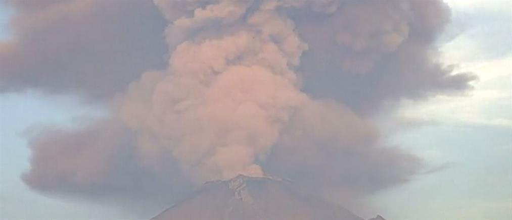 Εντυπωσιακές εικόνες από έκρηξη ηφαιστείου στο Μεξικό (βίντεο)