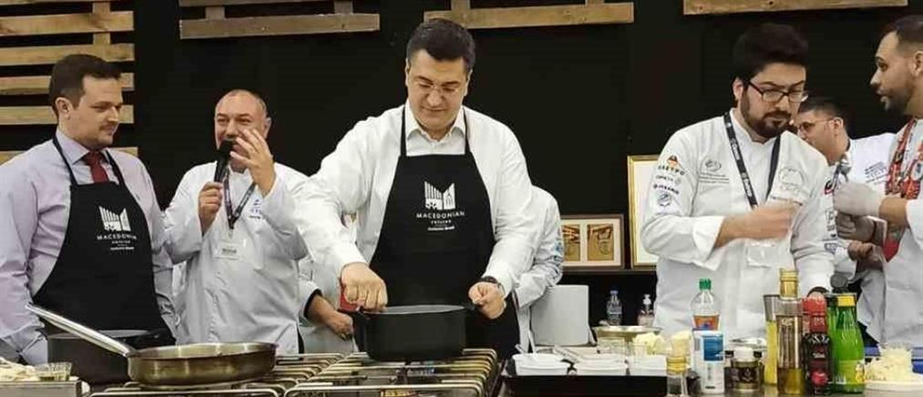 Ο Τζιτζικώστας έβαλε ποδιά και μαγείρεψε ποντιακό περέκ με κοτόπουλο (εικόνες)