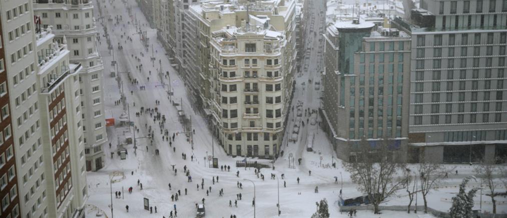 """""""Παρέλυσε"""" την Ισπανία η χιονοθύελλα """"Φιλομένα"""" (εικόνες)"""