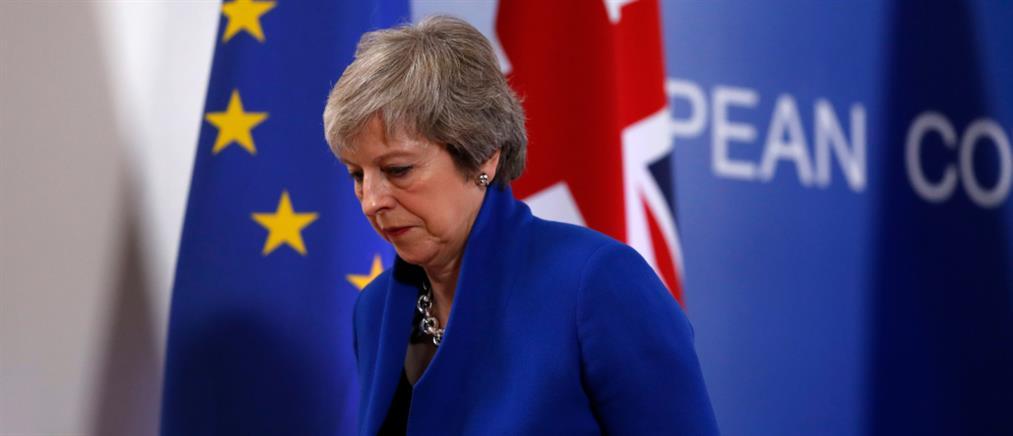 """Αναταράξεις μετά την απόφαση """"βόμβα"""" για το Brexit"""