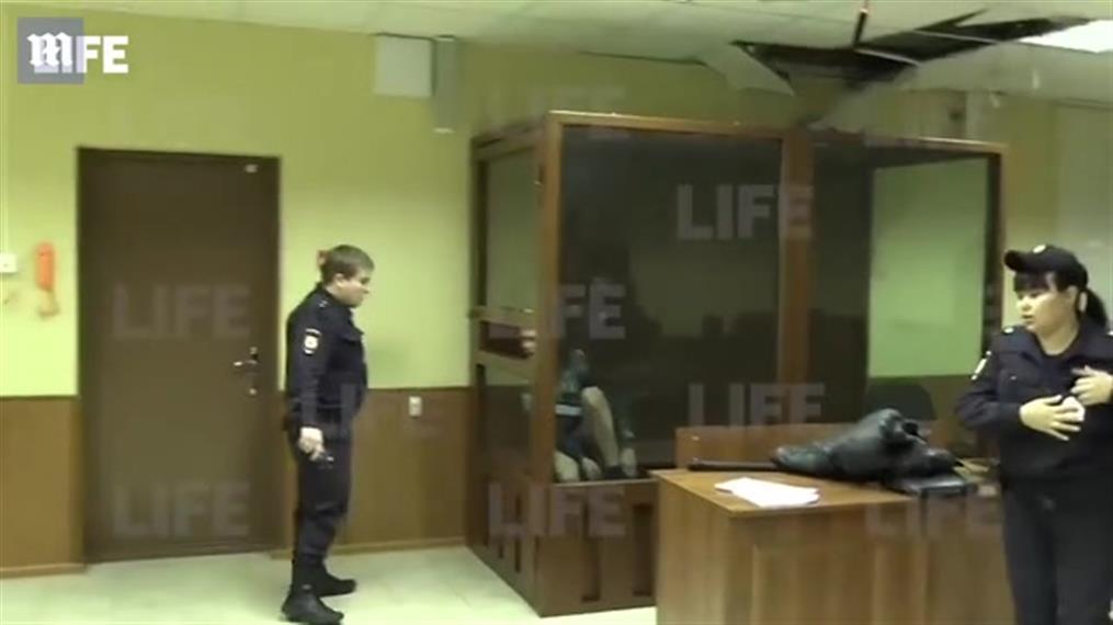 Κατηγορούμενος πήγε να δραπετεύσει από το ταβάνι δικαστηρίου μπροστά στα μάτια αστυνομικών