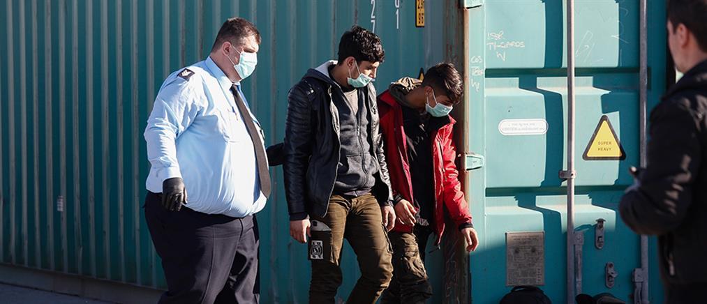 Βρήκαν μετανάστες κλειδωμένους σε κοντέινερ (εικόνες)