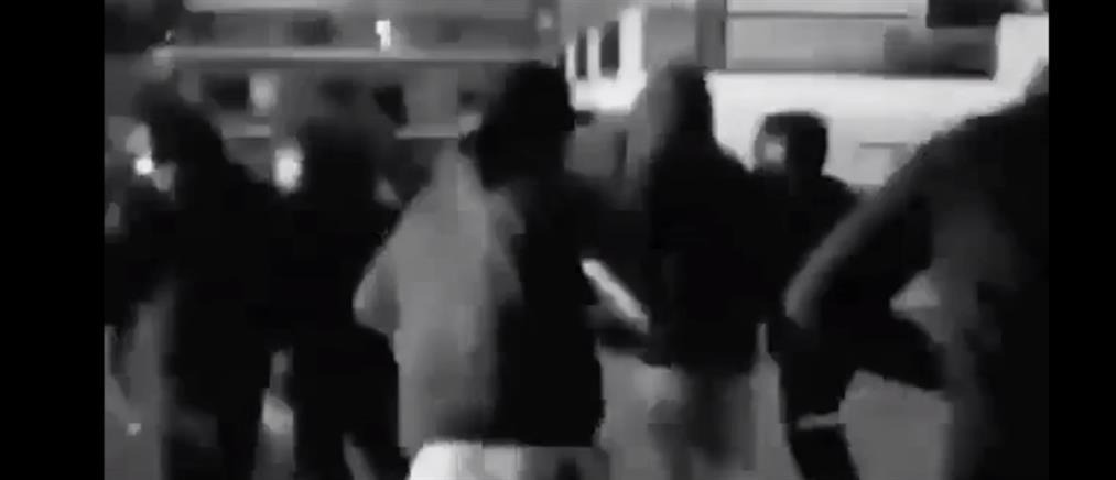 Άγριο ξύλο μεταξύ χούλιγκαν - Δείτε το συγκλονιστικό βίντεο