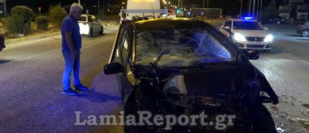 """Αυτοκίνητο """"απογειώθηκε"""" στο αντίθετο ρεύμα - Δύο τραυματίες (εικόνες)"""