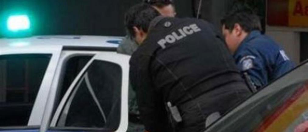 """Αστυνομικοί ξετρύπωσαν τα κλοπιμαία σπείρας που είχε """"ρημάξει"""" σπίτια"""