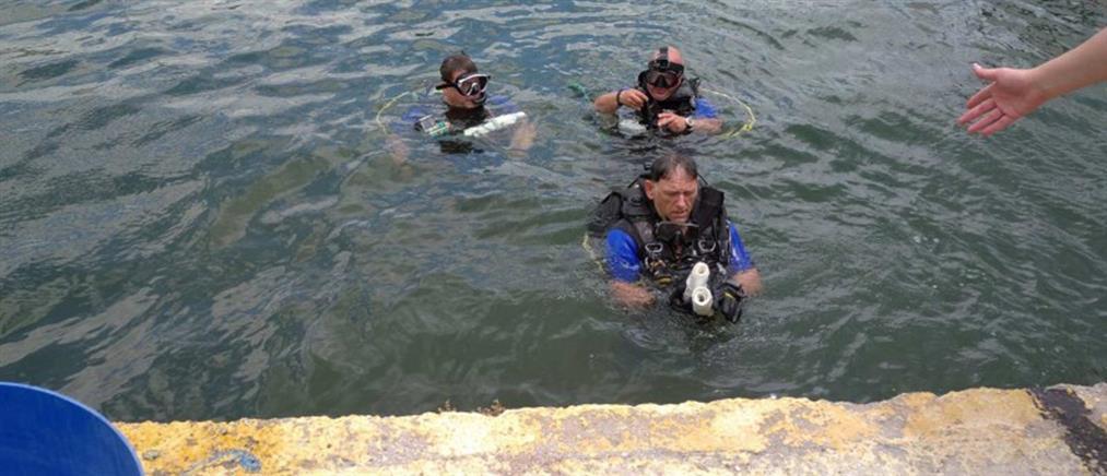 Ελευσίνα: Εθελοντές έβγαλαν 500 κιλά σκουπίδια από τη θάλασσα (εικόνες)