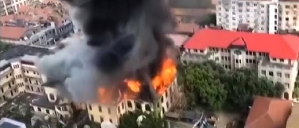 Στις φλόγες εστιατόριο 100 ετών (βίντεο)