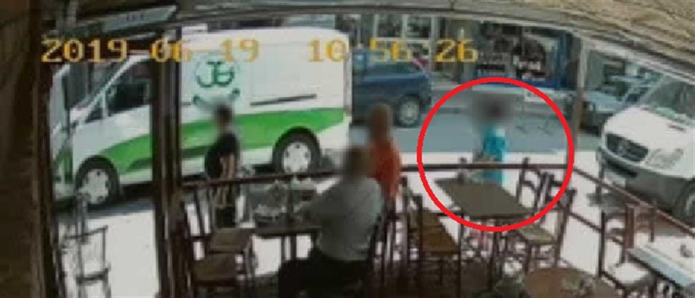 Νεαρός επιτέθηκε με πλακάκι σε ανυποψίαστη γυναίκα