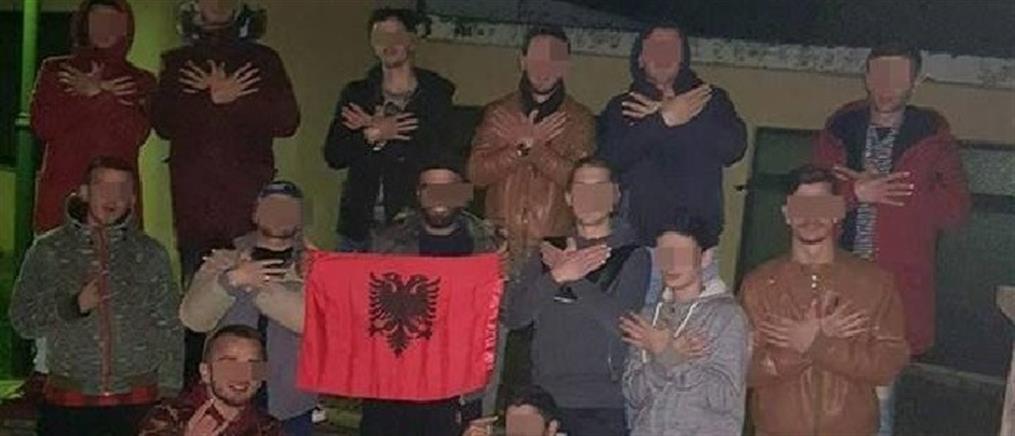 Τύρναβος: παρέα νεαρών σχηματίζει τον αλβανικό αετό (φωτο)