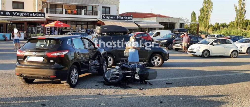 Χαλκιδική: Σύγκρουση αυτοκινήτου με μοτοσικλέτα (εικόνες)