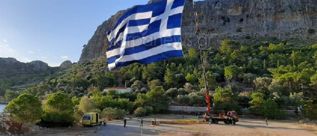 Καστελλόριζο: η μεγαλύτερη ελληνική σημαία σε ιστό (εικόνες)