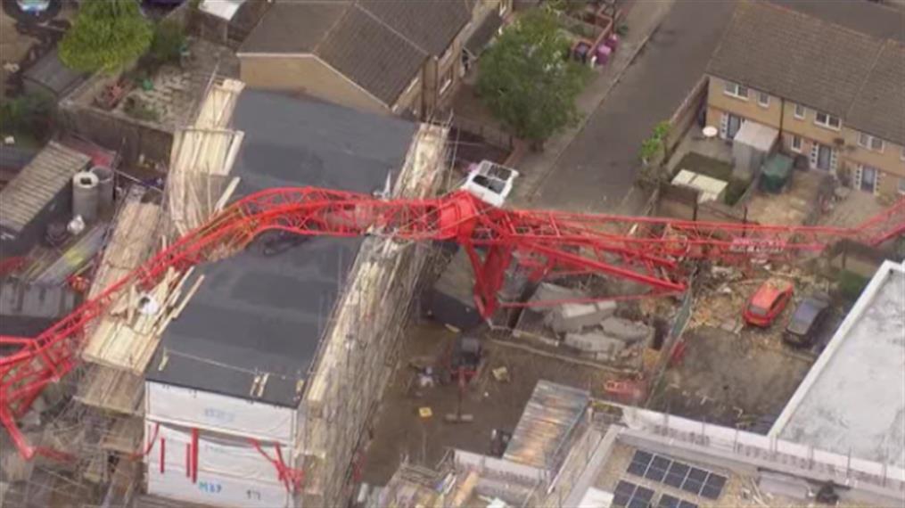Λονδίνο: Κατέρρευσε γερανός πάνω σε σπίτια
