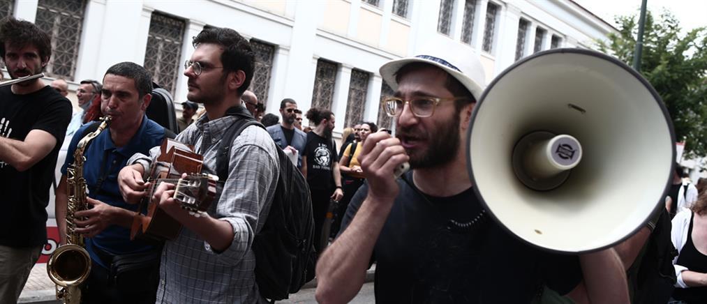 Διαμαρτυρία μετά... μουσικής από καλλιτέχνες (εικόνες)