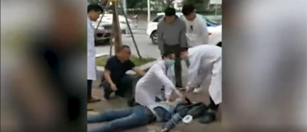Γιατροί έσωσαν ασθενή στο πεζοδρόμιο (βίντεο)