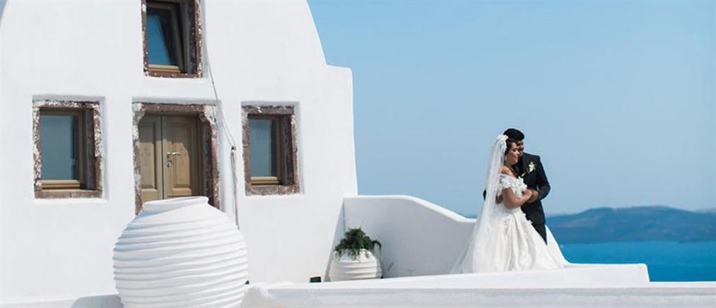 Παράνομο «ατελιέ» γάμου στη Σαντορίνη ανακάλυψε η εφορία