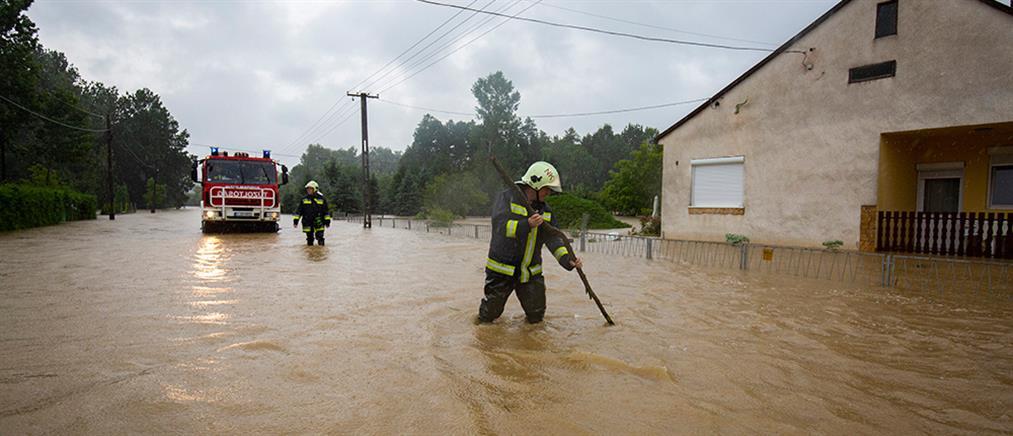 Σφοδρές πλημμύρες πλήττουν την Ουγγαρία (εικόνες)