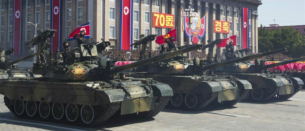 Β. Κορέα: Μεγαλειώδης στρατιωτική παρέλαση με μηνύματα προς τη Δύση (βίντεο)