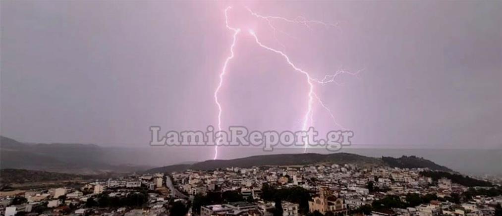 Καιρός: καταστροφικό χαλάζι στην Κοζάνη, κεραυνοί στη Λαμία (εικόνες)