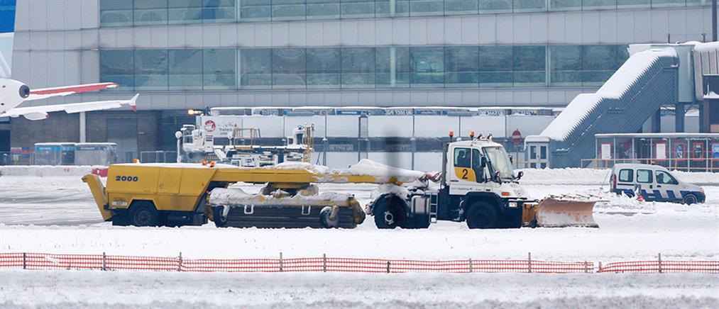 Οι χιονοπτώσεις παρέλυσαν το αεροδρόμιο Χίθροου
