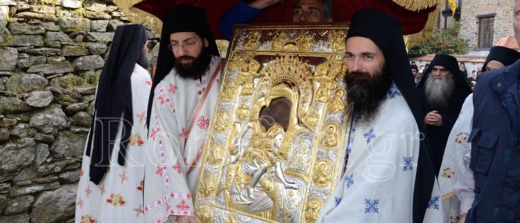 """""""Άξιον εστί"""": Λιτανεία της ιεράς εικόνας στο Άγιο Όρος (εικόνες)"""