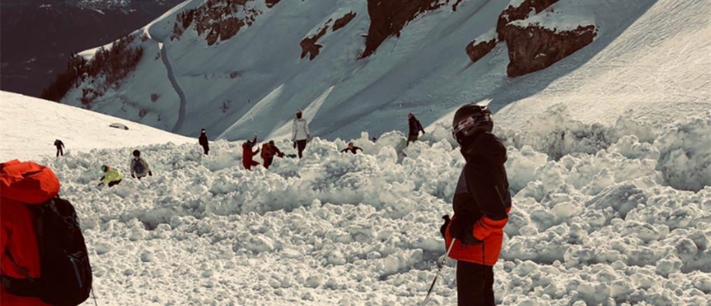 Χιονοστιβάδα καταπλάκωσε σκιέρ στις Άλπεις (εικόνες)