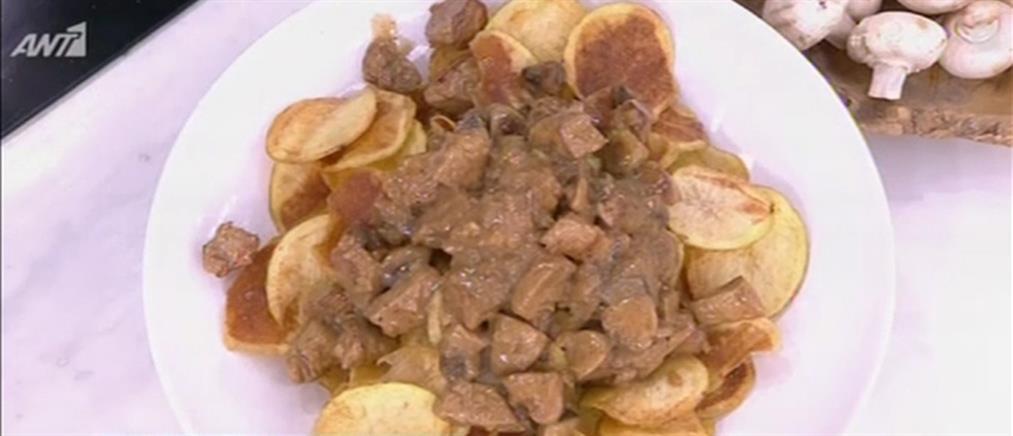 Χοιρινή τηγανιά με μανιτάρια από τον Πέτρο Συρίγο