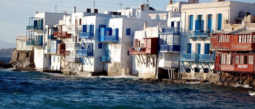 Sun: τρεις ποδοσφαιριστές επέστρεψαν με κορονοϊό από ελληνικά νησιά