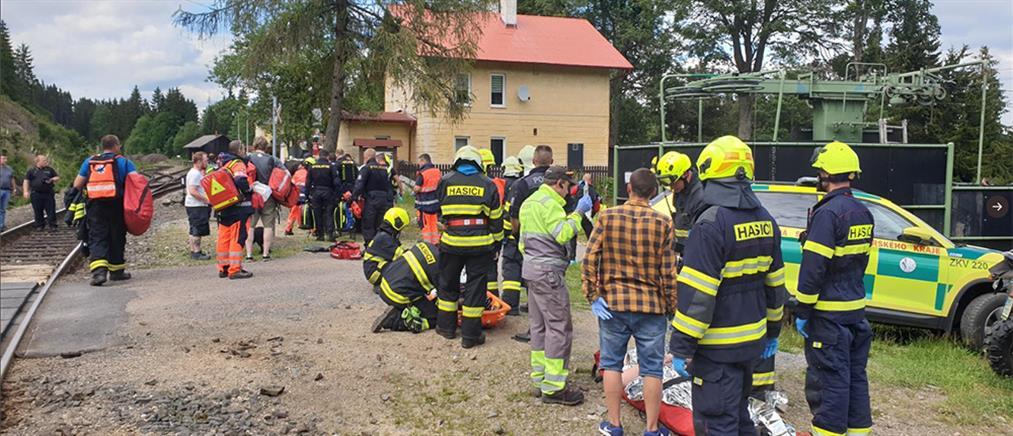 Τσεχία: σιδηροδρομικό δυστύχημα με σύγκρουση τρένων