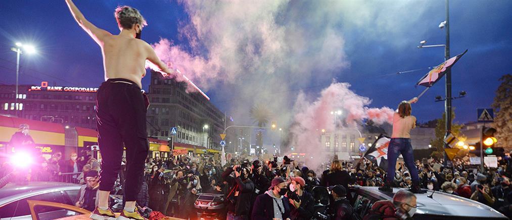 Πολωνία: Χιλιάδες στους δρόμους υπέρ του δικαιώματος στην άμβλωση (εικόνες)