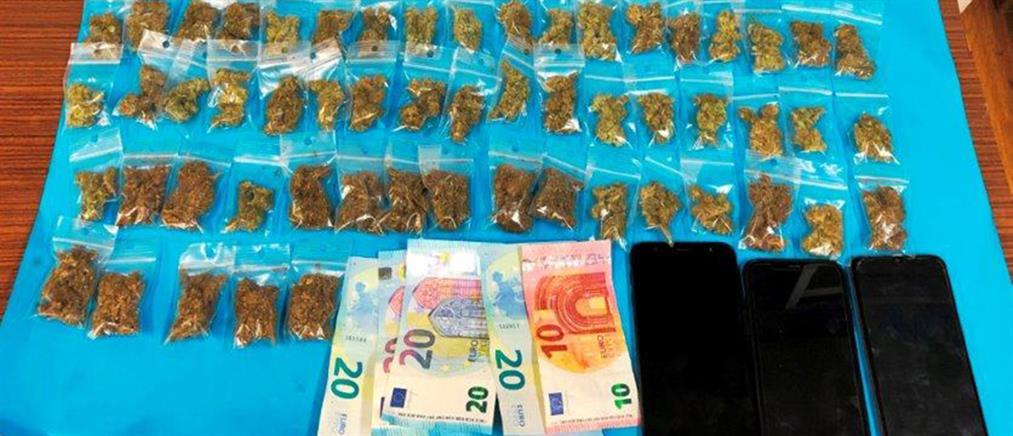 Συλλήψεις για ναρκωτικά στην πλατεία Εξαρχείων