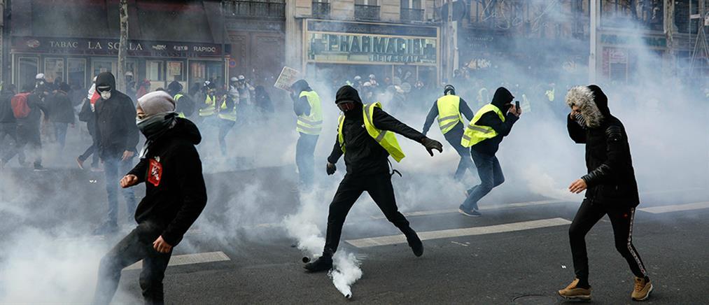 """""""Κίτρινα Γιλέκα"""": Συγκρούσεις και δακρυγόνα στο Παρίσι (βίντεο)"""