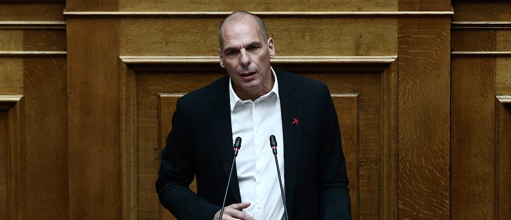 """Βαρουφάκης: """"φιλοδωρηματική"""" η πολιτική της Κυβέρνησης"""